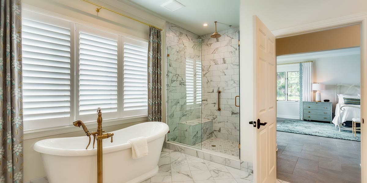 Suite 4 shower and soaking tub