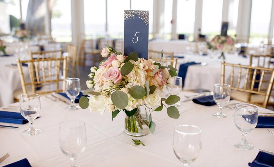 Wedding table floral centerpiece
